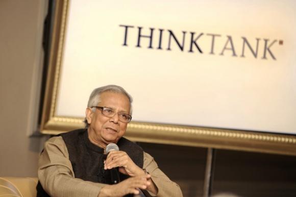 """Ekonomia społeczna okiem Noblisty Problemy społeczne, BIZNES - 23 października 2013 r. o godz. 16:00 w Ministerstwie Gospodarki odbędzie się wykład otwarty Laureata Pokojowej Nagrody Nobla – prof. Muhammada Yunusa zatytułowany """"Czas na przedsiębiorczość społeczną – solidarność na miarę XXI wieku""""."""