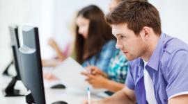 Eksperci alarmują – trwa gwałtowny spadek liczby studentów Problemy społeczne, BIZNES - Wraz z początkiem nowego roku akademickiego powraca dyskusja dotycząca pustoszejących uczelni. Według danych Ministerstwa Nauki i Szkolnictwa Wyższego od ponad pięciu lat w Polsce stale zmniejsza się liczba nowych studentów – w minionym roku było ich ok. 1,67 mln.