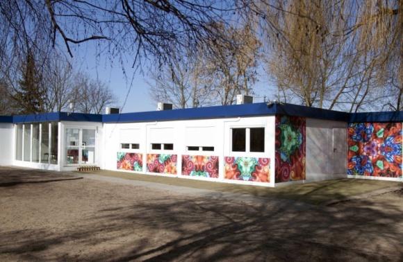 Niektóre gminy i miasta w Polsce rozwiązały już kwestię braku miejsc w szkołach Problemy społeczne, BIZNES - Z brakiem dostępności miejsc w przedszkolach i szkołach w Polsce, borykają się zarówno duże miasta, jak i małe gminy.
