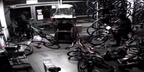 Złodzieje ukradli na Śląsku 4 wysokiej klasy rowery Problemy społeczne, BIZNES - W ostatni weekend doszło w Mikołowie do kradzieży czterech wysokiej jakości rowerów. Z siedziby polskiej firmy Taurus, która jest m.in. oficjalnym dystrybutorem rowerów marek BMC i Kreidler, skradziono jednoślady o wartości rynkowej na poziomie ok. 85 tys. zł.