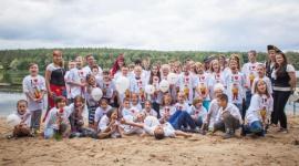 Domy Pełne Śmiechu w Oćwiece Problemy społeczne, BIZNES - Celem kampanii Domy Pełne Śmiechu jest dostarczenie pozytywnych emocji: radości, uśmiechu i szczęścia podopiecznym placówek opiekuńczo-wychowawczych w całej Polsce.