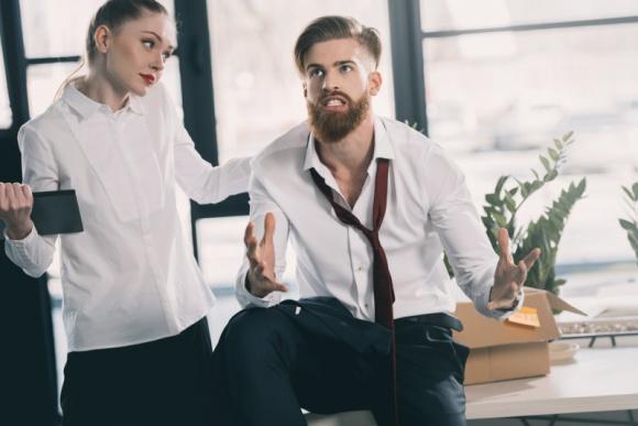 Praca w biurze typu open space. 10 najbardziej irytujących zachowań Psychologia, LIFESTYLE - Temat pozornie oczywisty. Każdy przecież wie, że w pracy nie powinno się przeszkadzać innym. Kłopot w tym, że to, co jednym przeszkadza, dla innych jest normą.