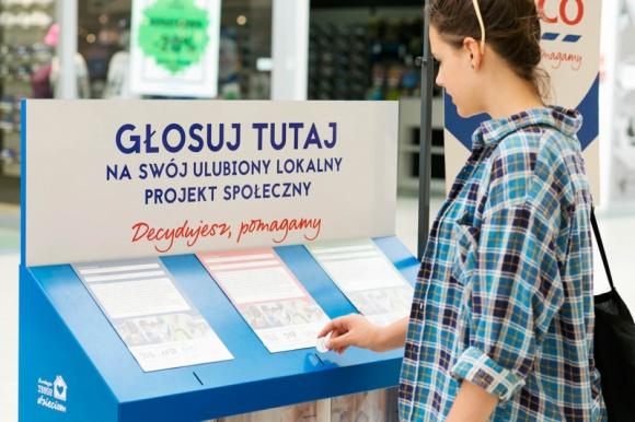 """1 125 000 złotych dla organizacji społecznych – oddaj głos na lokalną inicjatywę Problemy społeczne, BIZNES - Od 7 maja do 4 czerwca mieszkańcy Polski mogą głosować na najciekawsze inicjatywy społeczne, które otrzymają dofinansowanie w IV edycji programu Tesco """"Decydujesz, pomagamy"""". 375 organizacji społecznych otrzyma granty na realizację lokalnych projektów."""