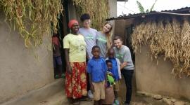 Pracownicy IKEA Polska z misją w Rwandzie Problemy społeczne, BIZNES - Wybrani pracownicy IKEA z Polski pojechali do Rwandy, aby zobaczyć na własne oczy, w jaki sposób IKEA Foundation wspiera lokalne społeczności. W trakcie podróży obserwowali i aktywnie włączali się w pracę organizacji One Acre Fund, która pomaga drobnym rolnikom i ich rodzinom.