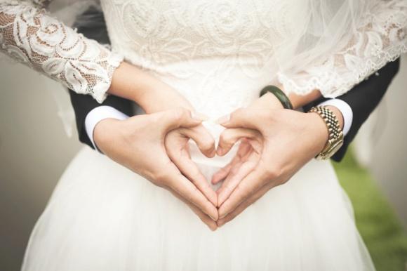 Dlaczego pragniemy małżeństwa? Psychologia, LIFESTYLE - Czy myśląc o tym, by związać się z drugą osobą węzłem małżeńskim, kierujemy się wyłącznie romantycznym wyobrażeniem o wspólnej, nierozerwalnej miłości, czy jednak decydujące są kwestie bardziej przyziemne?