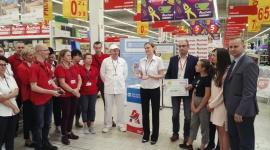 Fundacja Auchan na rzecz młodzieży przekazała czek SOS Wioskom Dziecięcem Problemy społeczne, BIZNES - Celem jest remont boiska wielofunkcyjnego do siatkówki, futsalu i tenisa ziemnego w Lublinie.