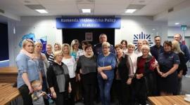 Fundacja, która zmienia ludzkie życia Problemy społeczne, BIZNES - 22 lata działalności, 240 rodzin w całej Polsce, które otrzymują regularną pomoc. To bilans działań Fundacji Pomocy Wdowom i Sierotom po Poległych Policjantach. Każda rodzina podopiecznych to osobna historia zmagania się z traumą po stracie najbliższej osoby.