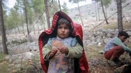 UNICEF: Pół miliona dzieci ucieka przed wojną w Syrii Problemy społeczne, BIZNES - W ciągu ostatnich trzech miesięcy w północnej Syrii ponad pół miliona dzieci zostało zmuszonych do opuszczenia domów. To średnio 6500 dzieci każdego dnia. Od początku konfliktu w tym kraju nie było jeszcze tylu przesiedlonych dzieci w tak krótkim czasie.