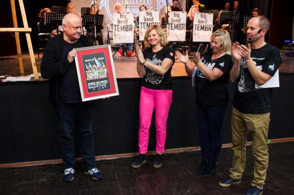 Rekord wylicytowanych płytek na aukcjach WOŚP Problemy społeczne, BIZNES - 18 okolicznościowych płytek z podpisem Jurka Owsiaka łącznie osiągnęły rekordową kwotę 52 260 zł.
