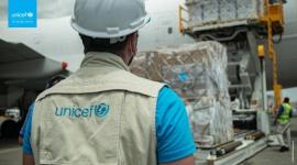 UNICEF dostarcza ratującą życie pomoc do ponad 100 krajów walczących z pandemią Problemy społeczne, BIZNES - Pomimo ograniczeń logistycznych i wyzwań transportowych, UNICEF dostarcza pomoc dla najbardziej potrzebujących krajów walczących z pandemią COVID-19.