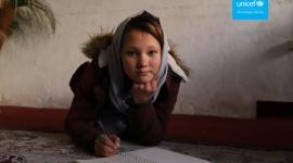 UNICEF: Pandemia COVID-19 zagraża przyszłości całego pokolenia Problemy społeczne, BIZNES - Według najnowszego raportu organizacji, co dziewiąte zakażenie COVID-19 dotyczy dziecka lub nastolatka. UNICEF ostrzega, że pandemia koronawirusa może mieć tragiczny, długofalowy wpływ na życie dzieci.